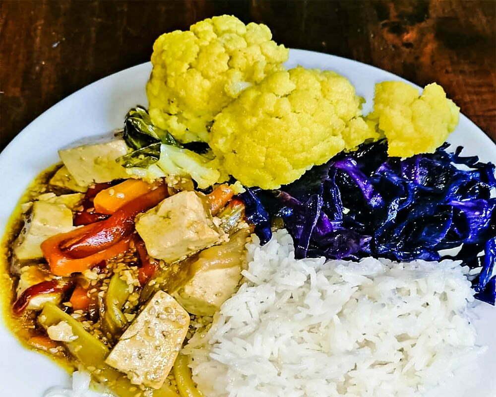 piatto con verdura e riso al ristorante il vegetariano firenze