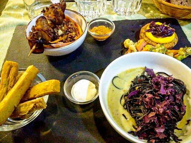 ristorante la pepiniere tavolo con 4 piatti con cibo senza glutine a firenze a