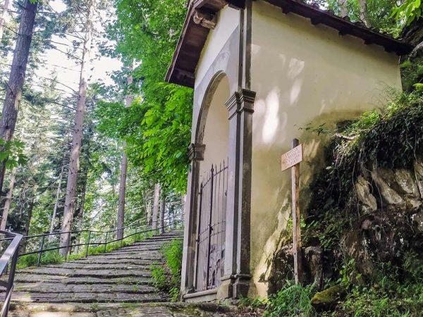 vallombrosa cappella masso san giovanni nel bosco lungo la salita