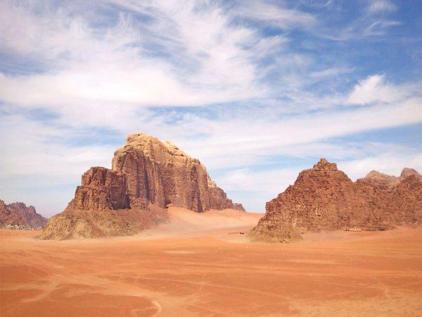 paesaggio del deserto wadi rum giordania cosa sapere