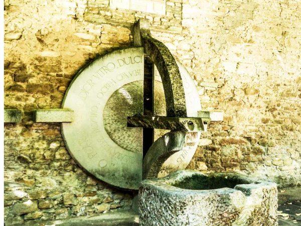 fanano fontana in pietra in piazza ottonelli