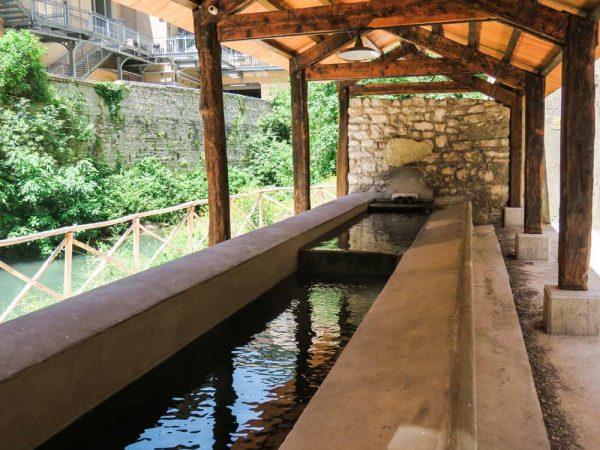 vecchio fontanile a pioraco