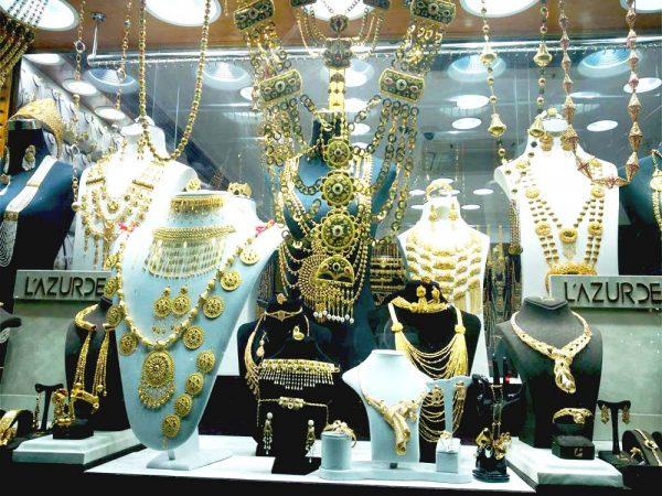 vetrina con gioielli in oro a gold souk a doha
