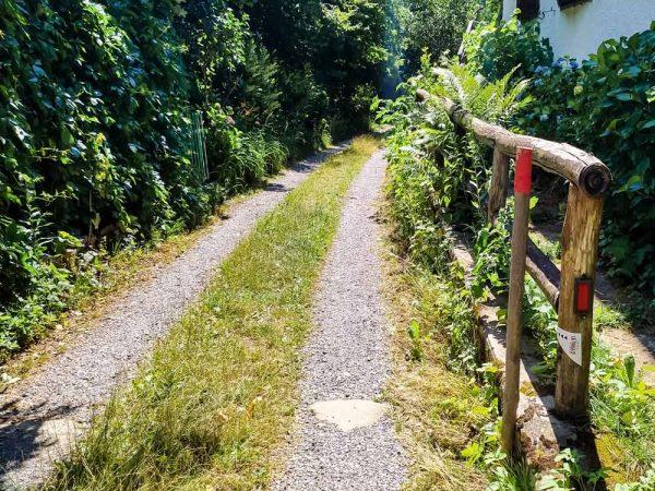 sentiero linea gotica che passa vicino alle case
