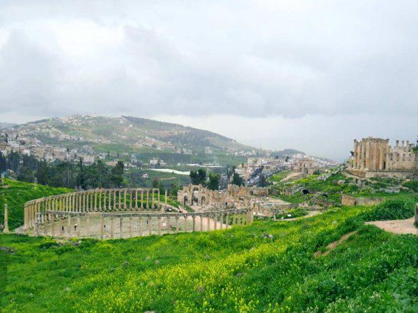 colonne in cerchio nel sito archeologico di jerash