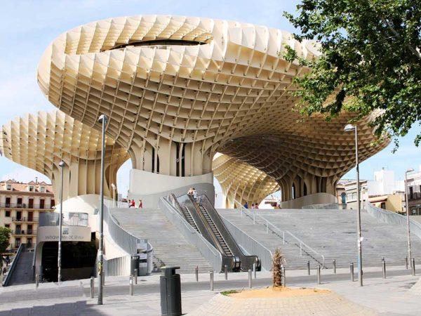 struttura a forma di parasole in legno a siviglia