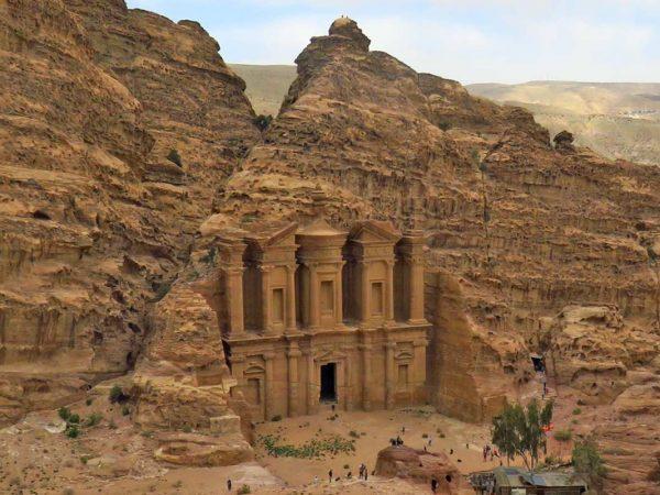 facciata del monastero ad deir scavata nella roccia a petra giordania cosa sapere