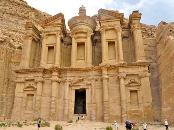 monastero di ad deir scolpito nella roccia