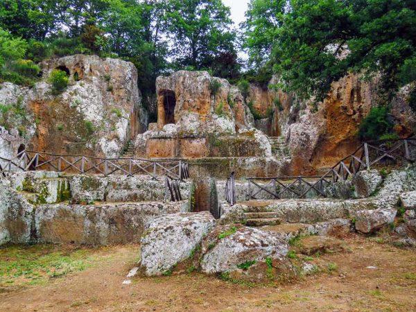 tomba di ildebranda all'interno della necropoli di sovana