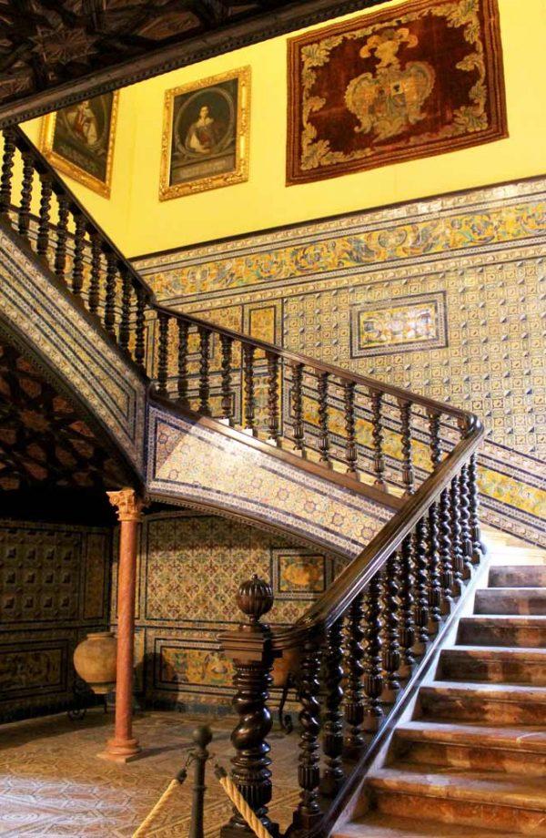 interno con scale nel palazzo lebrija