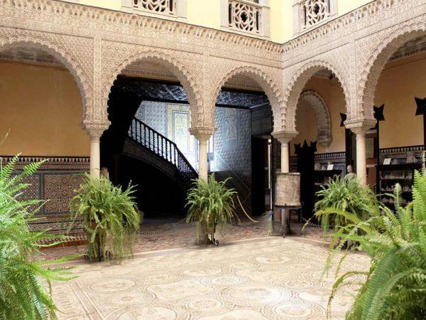 patio sevillano del palazzo lebrija