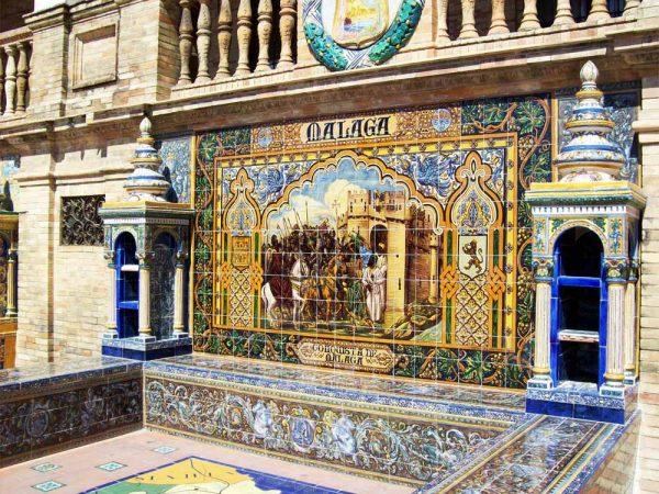 panchina decorata con azulejos in piazza de spagna siviglia