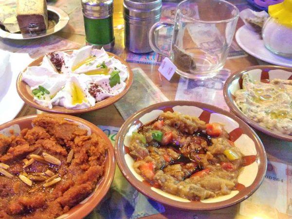 piatti con cibo a pizza roma cafe ad amman in Giordania