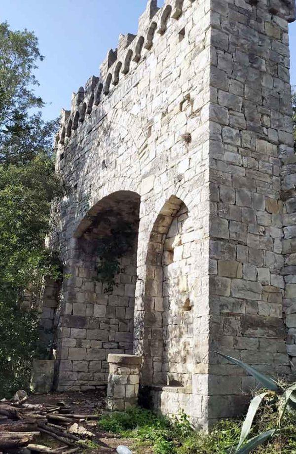 facciata di porta medievale
