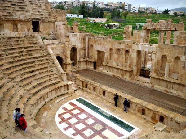 interno teatro romano nel sito archeologico di jerash