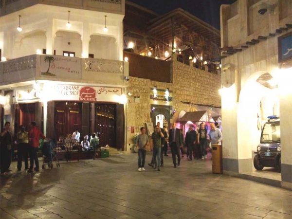 interno del mercato souk waqif a doha